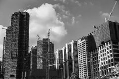 Czarny i biały fotografia niedokończeni drapacze chmur Zdjęcia Royalty Free