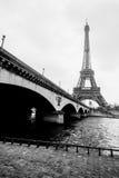 Czarny i biały fotografia wieży eifla i Jena most Zdjęcie Stock