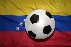 Czarny i biały futbolowa piłka na flaga państowowa Venezuela Zdjęcie Royalty Free