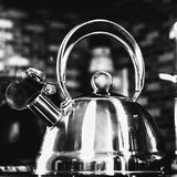 Czarny I Biały Herbaciany czajnik zdjęcie royalty free
