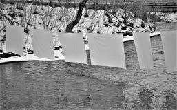 Czarny i biały obwieszeń prześcieradła zdjęcie stock