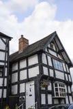 Czarny I Biały połówka Cembrował budynek w targowym miasteczku Sandbach Anglia Fotografia Royalty Free