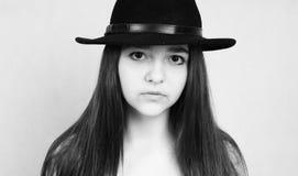 Czarny i biały portret ładna nastoletnia dziewczyna Zdjęcia Royalty Free