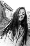 Czarny i biały portret piękna młoda kobieta Zdjęcie Royalty Free