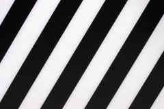 Czarny i biały przekątna paskuje tło, tekstura zdjęcia stock