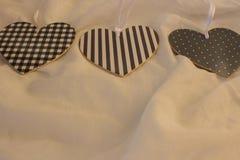 Czarny i biały retro Bożenarodzeniowy tło z sercami Czarny i biały retro na tkaniny tle Zdjęcie Stock