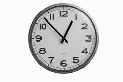 Czarny i biały round ścienny zegar pokazuje prawie jeden o ` zegar Zdjęcia Royalty Free