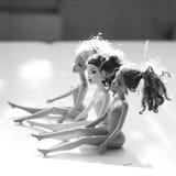 Czarny i biały skład z Barbie lalami Fotografia Royalty Free