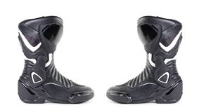 Czarny i biały sporta motocyklu buty Odizolowywający na białym bac Fotografia Royalty Free