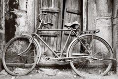 Czarny i biały stary bicykl zdjęcia stock