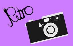Czarny i biały, stary, retro, rocznik, antyk, modniś kamera z piękną retro inskrypcją na purpurowym tle royalty ilustracja