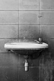 Czarny i biały stary washbasin Zdjęcia Stock