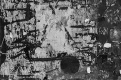 Czarny i biały textured tablica informacyjna z papierowymi szczątkami obrazy royalty free
