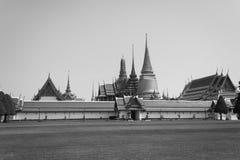 Czarny i biały Wata phrasrirattana sasadaramWat Phra Kaew lub świątynia Szmaragdowy Buddha landmarks fotografia royalty free