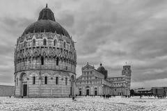 Czarny i biały widok piazza dei Miracoli, Pisa, Tuscany, Włochy, po opadu śniegu Obrazy Royalty Free