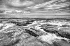 Czarny i biały wizerunek królewiątko plaża Obraz Stock