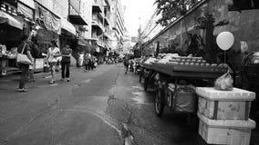 Czarny i biały wizerunku styl klasyczny noc rynek na Chinatown drodze główna ulica w Chinatown (Yaowarat) Obraz Stock