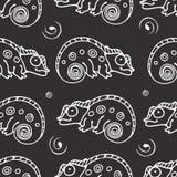 Czarny i biały bezszwowy wzór z kameleonem royalty ilustracja