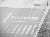 Czarny i biały brzmienie ulica przy lotniskiem Obrazy Royalty Free