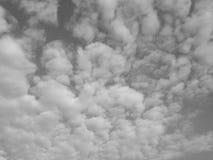 Czarny i biały chmurny Obrazy Royalty Free