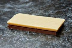 Czarny i biały dojna czekolada na stole Zdjęcie Stock