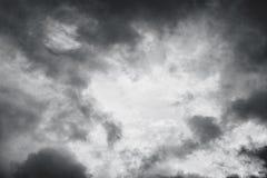 Czarny i biały niebo i burz chmury Obraz Stock
