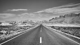 Czarny i biały obrazek sceniczna droga Obrazy Royalty Free