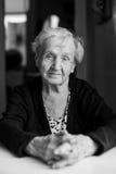 Czarny i biały portret stara kobieta Fotografia Royalty Free