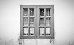 Czarny I Biały Windows rama na Grunge tle Fotografia Royalty Free