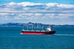 Czarny i Czerwony tankowiec w San Fransisco zatoce Zdjęcia Stock