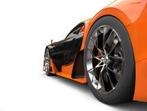 Czarny i pomarańczowy supercar - tylni koła strzał Obraz Royalty Free