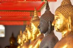 Czarny i złocisty Buddha w wata pho Bangkok Fotografia Stock