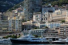 Czarny jacht przy moorage Zdjęcie Royalty Free