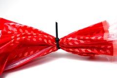 Czarny kablowy krawat dociska z pomarańczowym plastikowym workiem Fotografia Stock