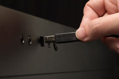 czarny kablowy ręki mienia usb Zdjęcie Stock