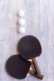 Czarny kant dla śwista pong balowego drewnianego tła odgórnego widoku Fotografia Royalty Free