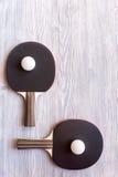 Czarny kant dla śwista pong balowego drewnianego tła odgórnego widoku Obraz Royalty Free