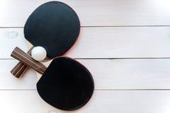 Czarny kant dla śwista pong balowego drewnianego tła odgórnego widoku Zdjęcie Stock