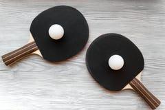 Czarny kant dla śwista pong balowego drewnianego tła odgórnego widoku Zdjęcia Royalty Free