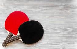 Czarny kant dla śwista pong balowego drewnianego tła odgórnego widoku Obrazy Royalty Free