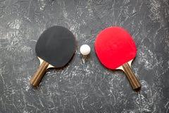 Czarny kant dla śwista pong balowego szarego tła odgórnego widoku Obraz Stock