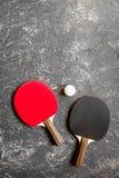 Czarny kant dla śwista pong balowego szarego tła odgórnego widoku Fotografia Royalty Free