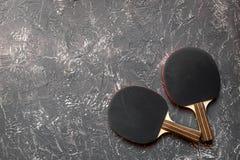 Czarny kant dla śwista pong balowego szarego tła odgórnego widoku Fotografia Stock