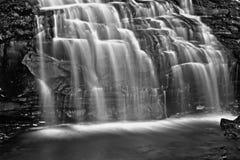 czarny kaskada spadać rzeka zdjęcie royalty free