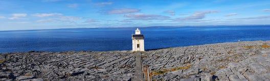 Czarny kierowniczy okręg administracyjny Clare Ireland burren park narodowy wzdłuż dzikiego atlantyckiego sposobu na geopark geot obrazy stock
