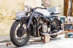 Czarny klasyka motocykl Ręka rysujący rocznika motocykl zdjęcia stock
