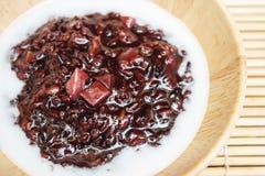 Czarny kleisty ryżowy pudding z taro, Tajlandzki deser Fotografia Stock