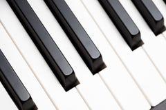 czarny kluczy fortepianowy biel Fotografia Stock