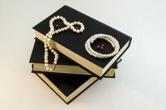 czarny kolia operla biel Fotografia Royalty Free
