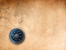 Czarny kompas na Brown papierze obraz stock